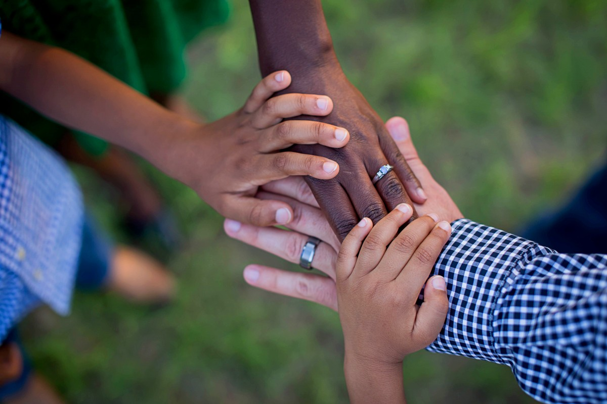 hands_life_swirl_interracial_family_rosy_chocolate_love_family-1202956.jpg!d.jpg